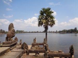 i templi di Angkor - Vista sul lago di fronte al Banteay Kdei