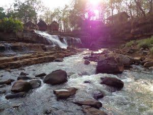 l'altopiano del bolaven e champasak- cascata ai piedi del villaggio
